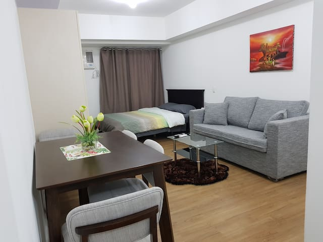 Cozy Studio at Abreeza Place (FAST WIFI & PARKING)