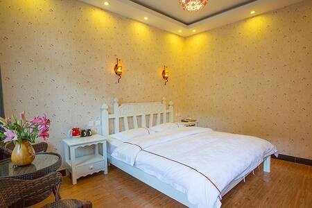 丽江古城日月阁客栈温馨大床房 - Lijiang - Appartement