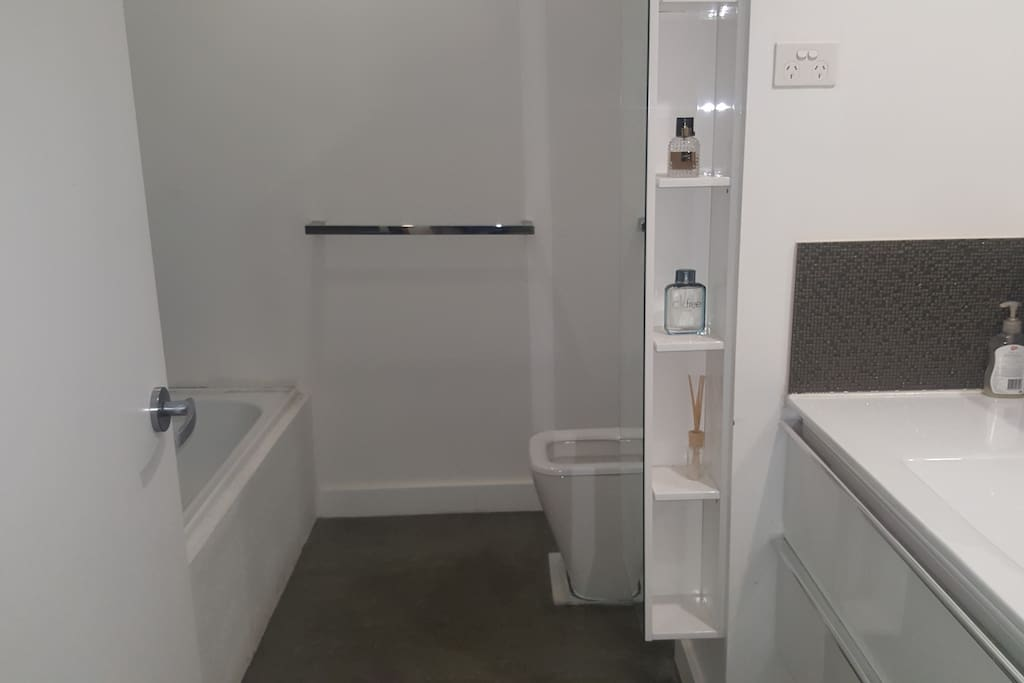 2nd Shower,Toilet(shared)