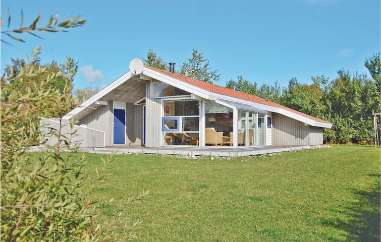Holiday cottage with 4 bedrooms on 130 m² D3124