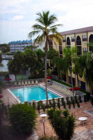 PARADISE-Anglers Cove Waterfront Designer Condo - Marco Island - Lyxvåning