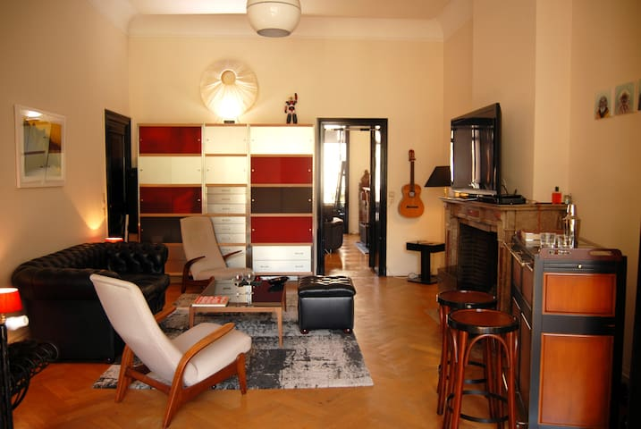 Spacious character apt 115m2 Louise Chatelain area