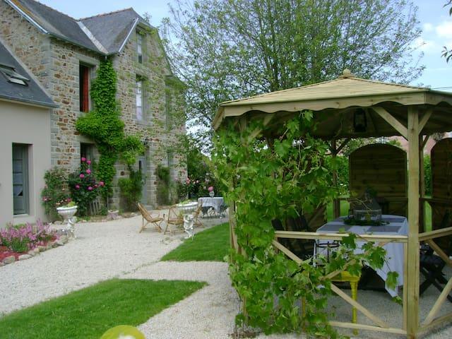 Entrez La Porte est ouverte, chambres d'hôtes - Saint-Denoual - Pension