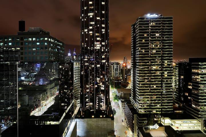 High level Superb Skyline View@CBD 2BR Apt Carpark