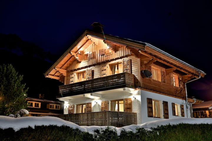 Luxury chalet in Chamonix centre, log fire, spa