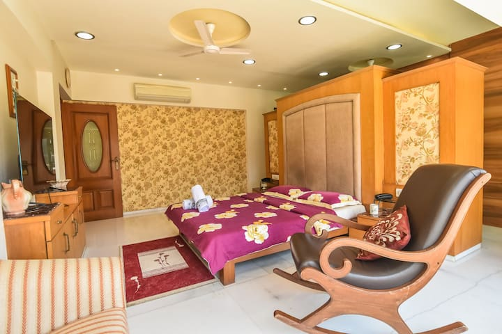 Grand luxury room with tub & sitout balcony Bandra