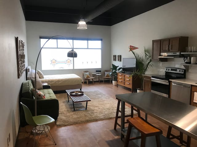 Modern Loft Apartment in 505 Central (Loft 309)