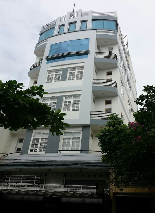 6 story building with elevator