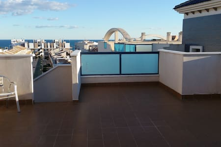 Penthouse apartment with pool and sea view
