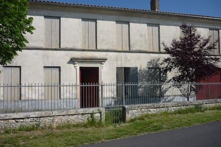 Chambre dans Maison du XVIII éme siècle - Mazion