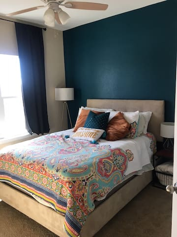 Relax in cozy, private guest space in North Austin