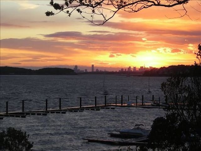 Charming 3BD Bayfront Sunset Home...Commuter Dream