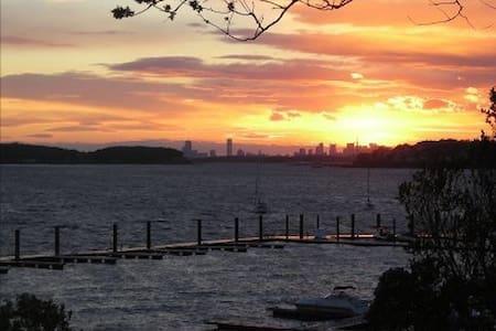Charming 3BD Bayfront Sunset Home...Commuter Dream