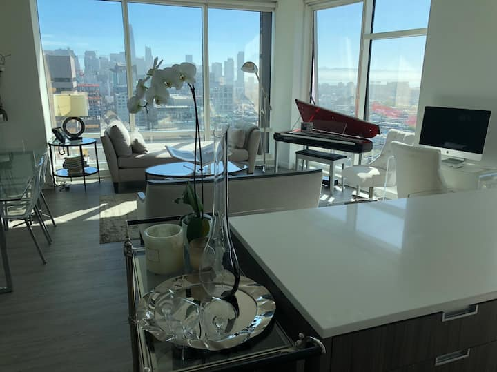 Immaculate, High-End Apartment With Water Views
