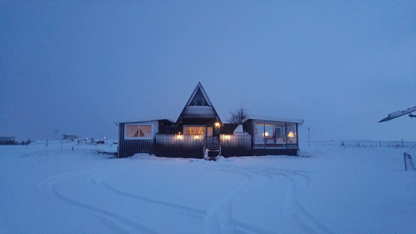 Cosyness Cottage (with sea view and sea hot tub) - Hafnir - Ev