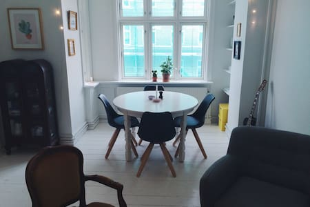Bright & cozy APT w/ great location - København - Apartment