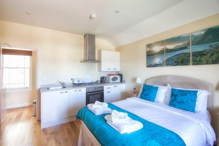 Beatrice Studio Apartment with Sea View
