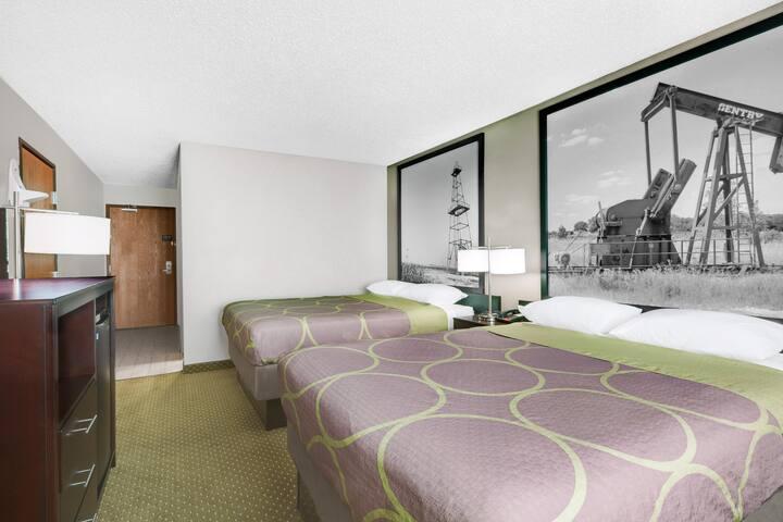 Super 8 by Wyndham DFW Airport West- 2 Beds