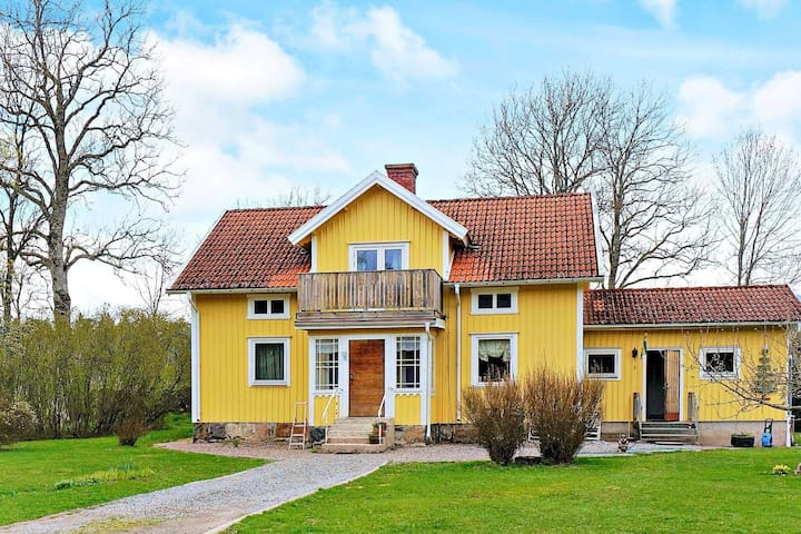 4 person holiday home in UPPHÄRAD