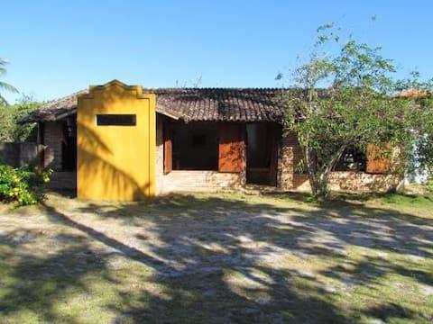 Casa Charmosa com Jardim Grande em Itaúnas