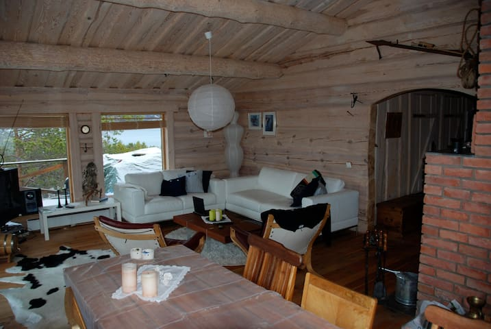 Handmade log cabin in Malangen - peace of mind