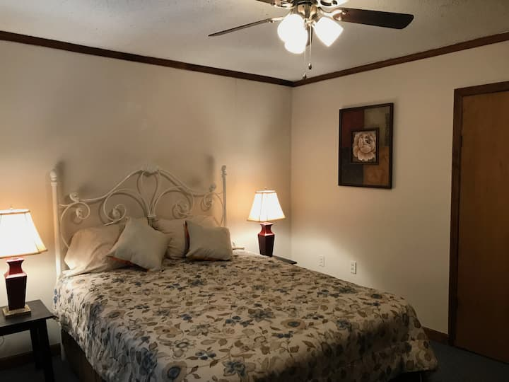 Pottsville Place II has a kitchen & queen size bed