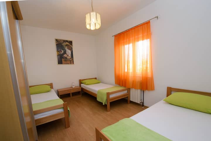 Apartments Milat - One Bedroom Apartment with Terrace and Garden View (A3)