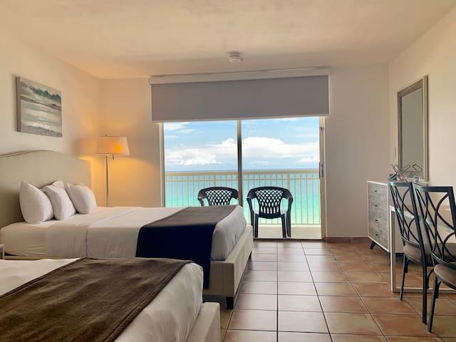 OCEANFRONT condo+ Balcony,ON THE BEACH! WOW