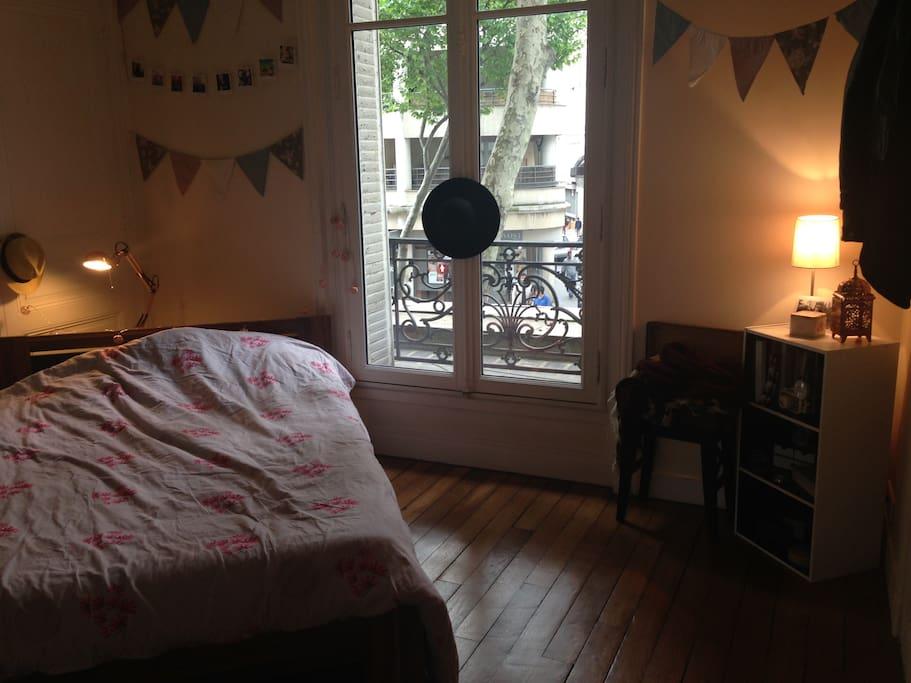 Belle chambre équipée (literie, rangements, chauffage)