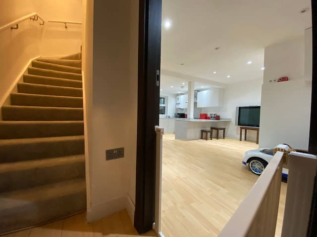 Modern 2 bedroom TownHouse in London