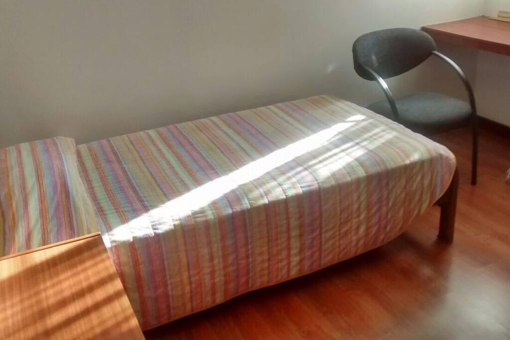 Habitación con cama sencilla