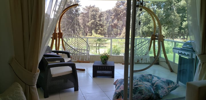 Departamento con vista a bosques y cancha de golf