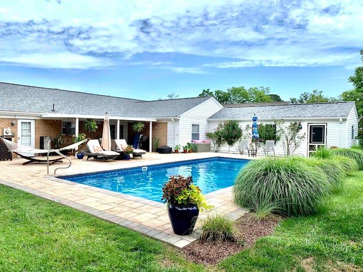 Private suite in quiet neighborhood w/ pool!