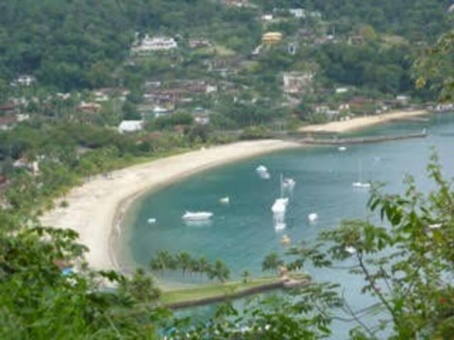 Vista de cima da praia