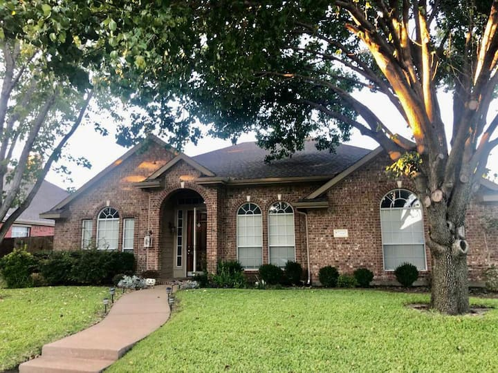 CLEAN home w/ POOL oasis -  a rare Frisco find!