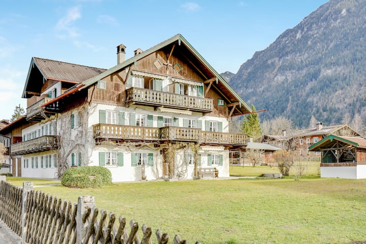 Beautiful Holiday Apartment Haus Andrä with Mountain View, Wi-Fi, Balcony & Garden; Parking Available