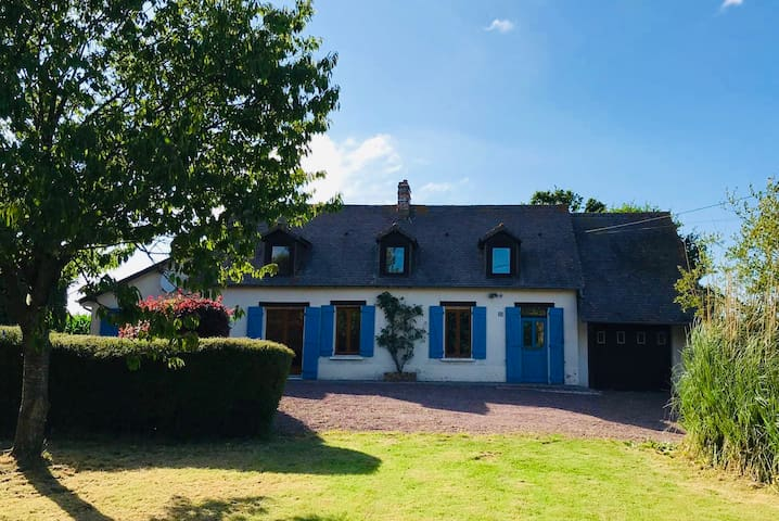 Rose Cottage in the heart of Normandy