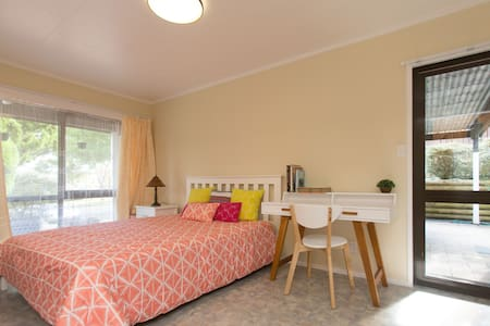 Studio(pvt access+ensuite) near Airport/ManukauCBD - Ώκλαντ - Μπανγκαλόου