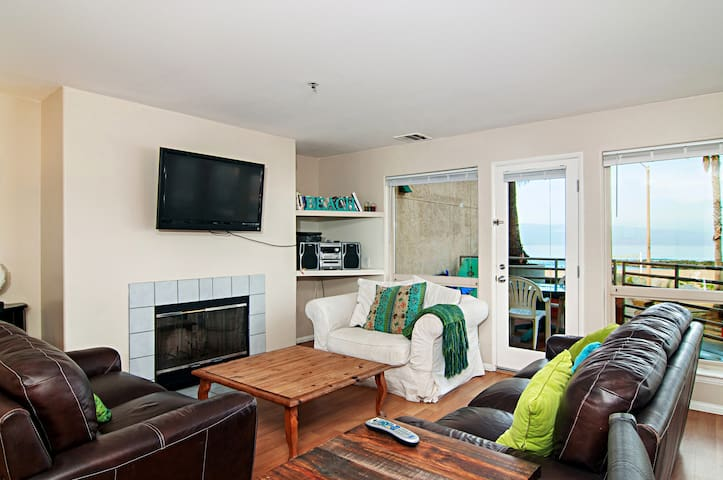 Enjoy Oceanviews in This Beautiful Condo with Pool