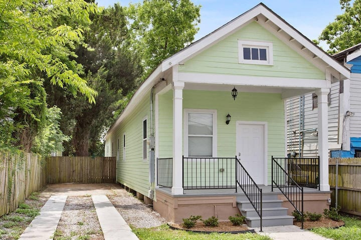 New Home Close to Historic Oak Street Strip