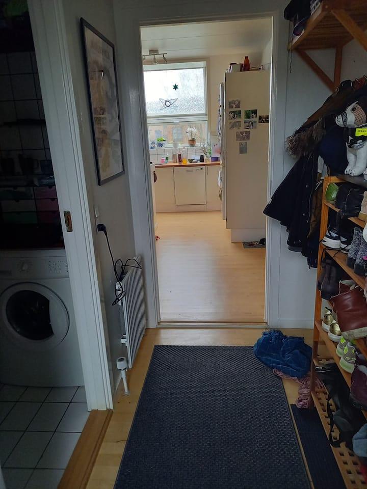 Hyggeligt lejlighed, roligt område nær Århus