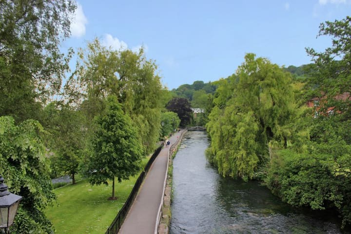 Stunning River Views City Centre 2 bed apartment