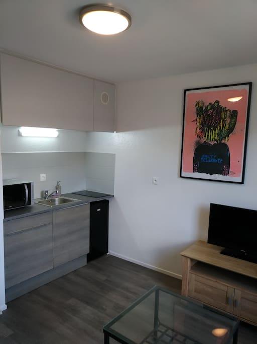 studio dans quartier calme du centre ville de metz appartements louer metz grand est france. Black Bedroom Furniture Sets. Home Design Ideas