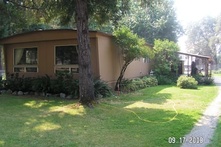 6 Acres and a Home Overlooking Vineyards - Cave Junction