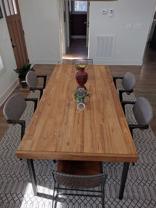 Dining room. Table expandable to comfortably seat 8, tightly seat 10.