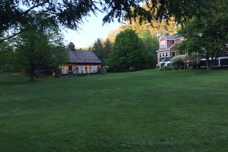 Charming Hopkinton: Peaceful retreat w/ breakfast - Hopkinton - Talo