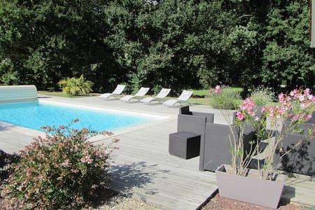 Maison avec piscine proche Bordeaux - Saint-Sulpice-et-Cameyrac - 獨棟