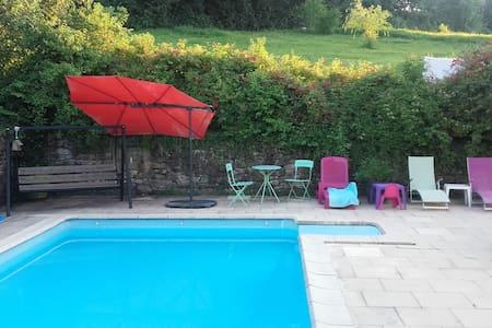 Gîte de Baguet (Chbr d'Hôte acc privé, + piscine).