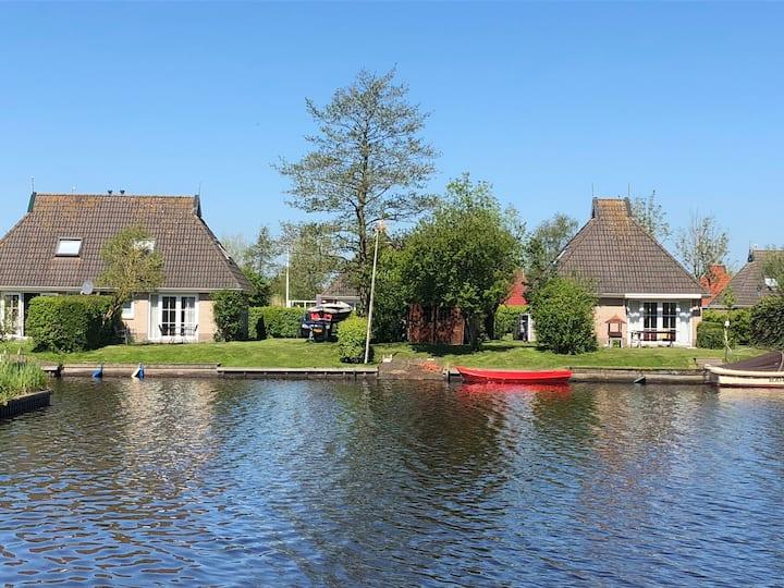 Vakantiewoning a/h water, Eernewoude, Friesland