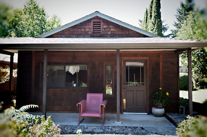 The Cottage at Dunmovin' - Grants Pass - Guesthouse